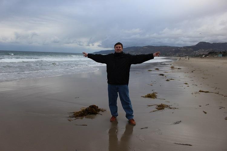 UT5UY  на фоне пляжа и Малибу